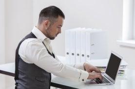 ¿Quiere reducir el sedentarismo en la oficina? Trabaje de pie
