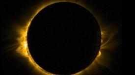 Un eclipse de Sol visto desde el espacio