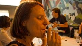Científicos ayudan a tabacaleras a producir cigarrillos electrónicos de menor riesgo