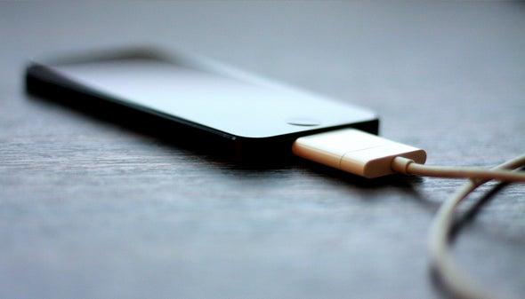 Crean una batería para teléfono inteligente recargable en un minuto