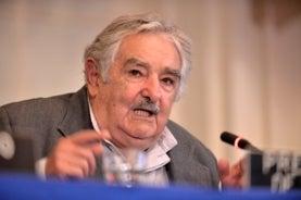 Uruguay reglamenta uso de marihuana con fines medicinales y de investigación
