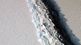 Un enorme iceberg parece estar listo para desprenderse de la Antártida