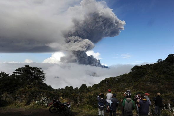 Histórica erupción en el volcán Turrialba de Costa Rica