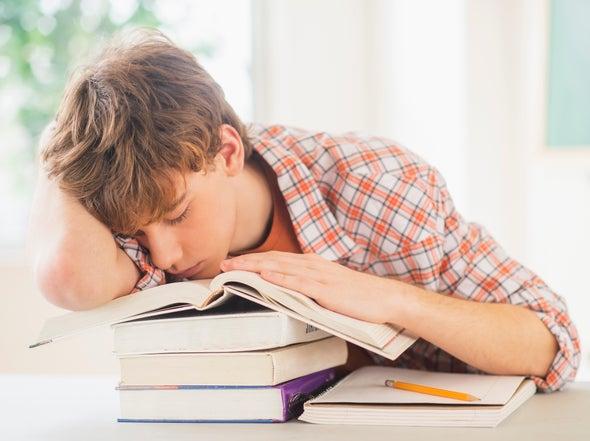 Mínimo retraso del horario de entrada al colegio mejora el sueño y la concentración de adolescentes