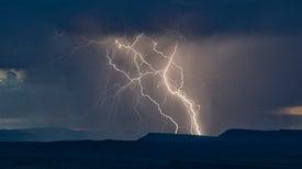 Hallan misteriosa antimateria en nubes de tormenta