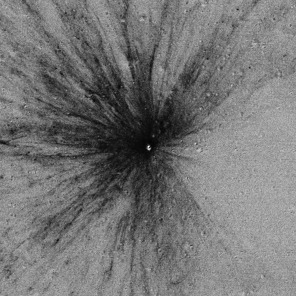 Los meteoritos golpean la Luna mucho más a menudo de lo que se pensaba