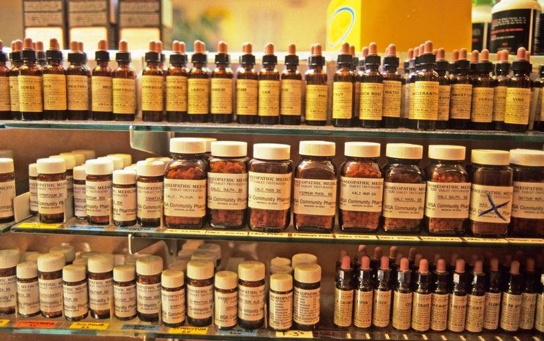 Las etiquetas de los medicamentos homeopáticos ahora deberán señalar que los productos no funcionan