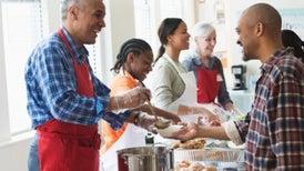 Después de los 40, el voluntariado favorece la salud mental