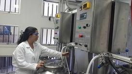 Técnica costarricense abre el camino a medicamentos derivados de la sangre más económicos