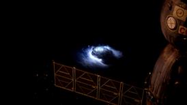 La Estación Espacial Internacional capta los esquivos chorros azules