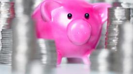Incluso los niños pequeños ayudan menos después de tocar dinero