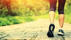 Caminar y estar de pie ayuda a mejorar los niveles de azúcar en la sangre