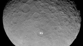 """Fotos captadas por la nave Dawn revelan """"pistas de hielo"""" en Ceres"""