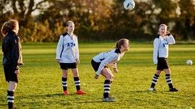 ¿Deberíamos permitir a los niños jugar fútbol?