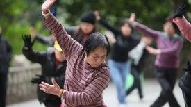 Estudio muestra que el tai chi aliviaría dolor de rodilla