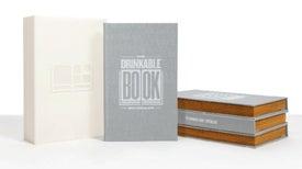 """Un """"libro bebible"""" convierte al agua sucia en limpia"""