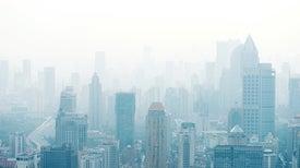 Vuelve el esmog a China, pero autoridades de Pekín dicen que sus cielos están más limpios