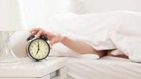Descubren mecanismo que ajusta el 'volumen' de nuestro reloj interno