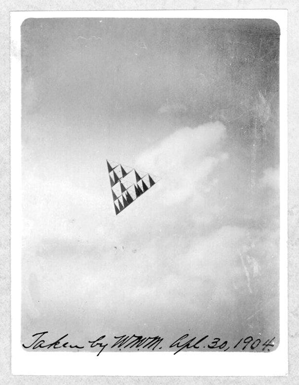 Small tetrahedral kite in flight