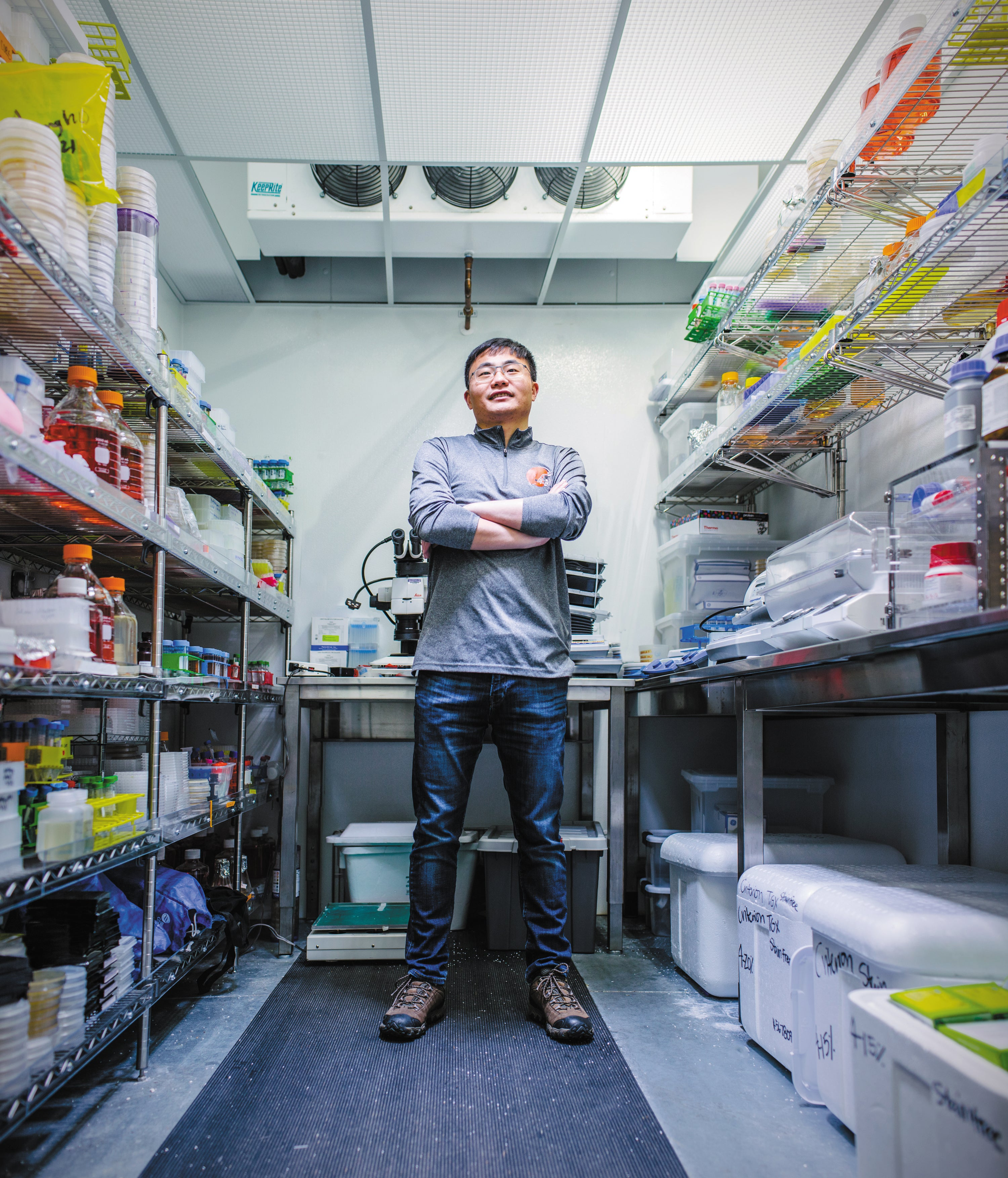 Longxing Cao in a lab.