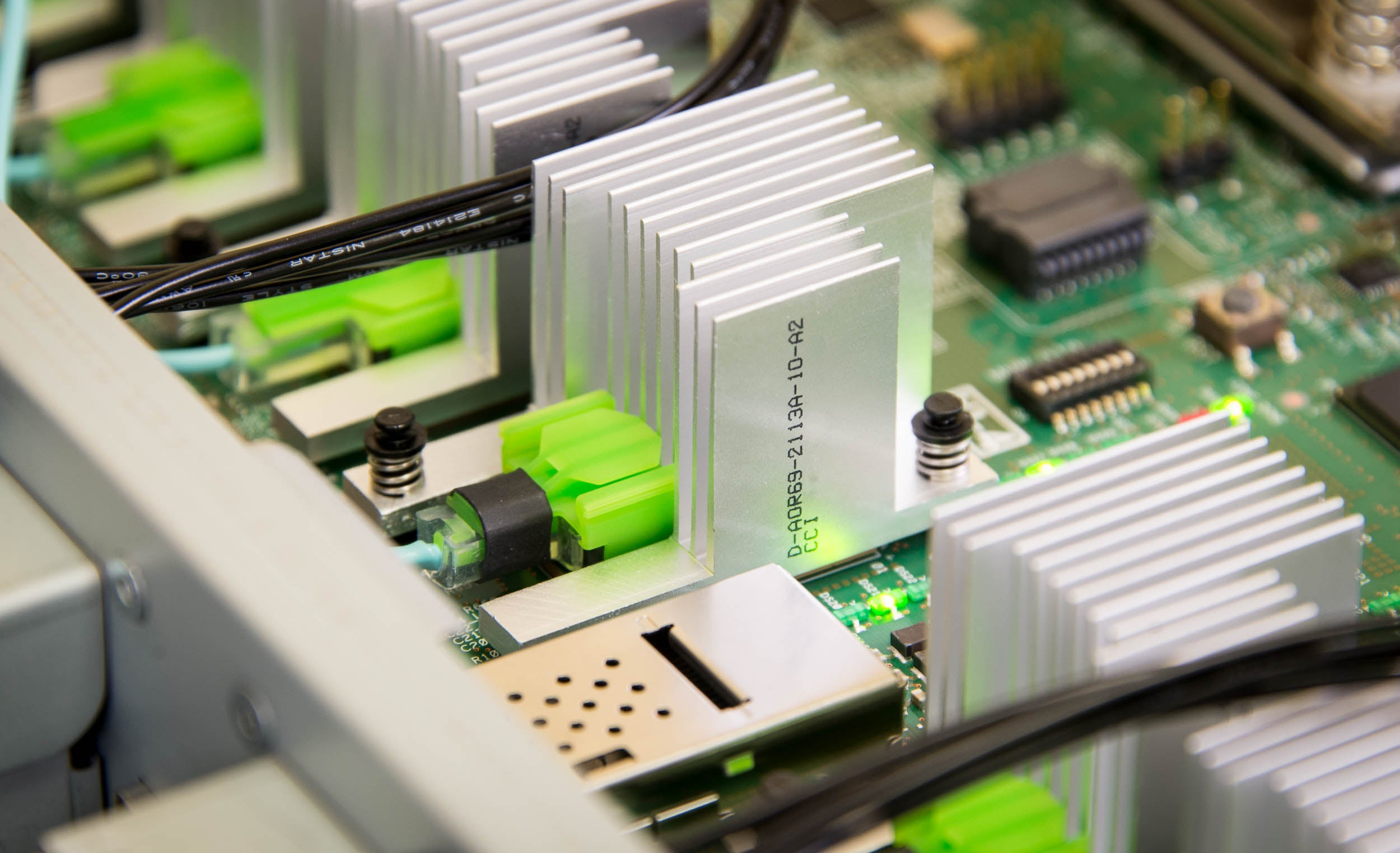 Hpe Debuts Its Next Gen Computer Sans Much Anticipated Memristors Scientists Create Circuit Board Modeled On The Human Brain W Video Close Up Of An Electronic In Hpes Memory Driven Computing Prototype Fort Collins Colo New Architecture Collapses And