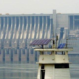 solar-power-in-front-of-three-gorges-dam