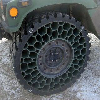 Эти новые шины, разработанные инженерами компании, в принципе не смогут удерживать...
