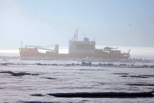 russian-ice-breaker-dropping-off-north-pole-35