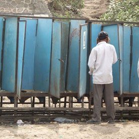 temporary-public-toilet-in-india