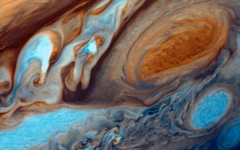 Jupiter's Great Red Spot May Broil Planet's Atmosphere