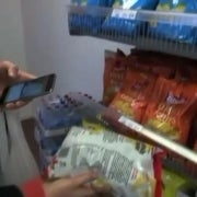 Automated Grocery Store Replaces Store Clerk with a Phone App