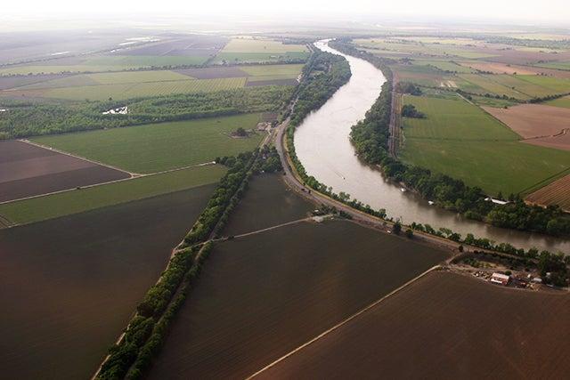 Farms Harvest Cuts in Carbon Dioxide via Soil