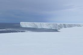 世界上最大的冰架上意外的能源快速融化