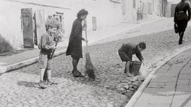 World War II's Warsaw Ghetto Holds Lifesaving Lessons for COVID-19