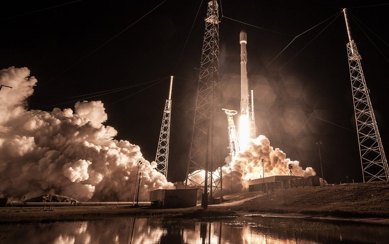 SpaceX Has Launched the US Government's Secretive 'Zuma' Spacecraft Into Orbit