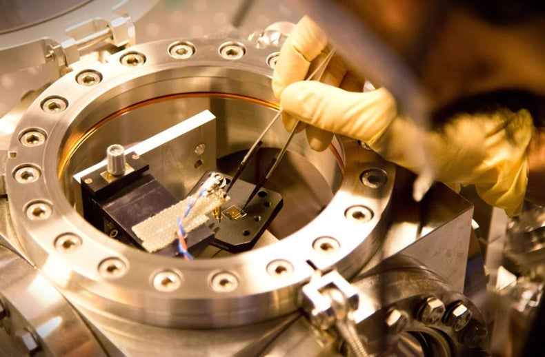 Sensor Turns Faintest Radio Waves into Laser Signals