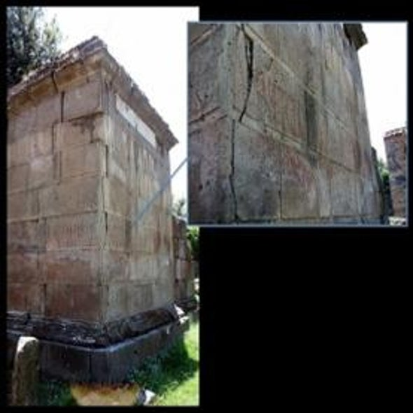 """Pompeii """"Wall Posts"""" Reveal Ancient Social Networks"""