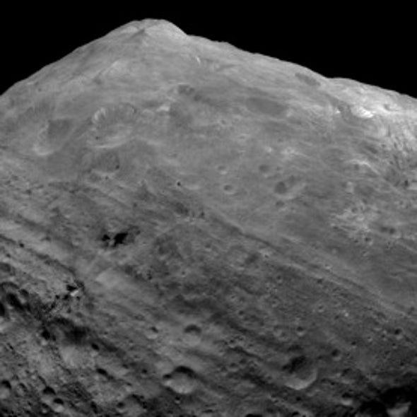 Planetary Pretender: Asteroid Vesta Has Planet-Like Features