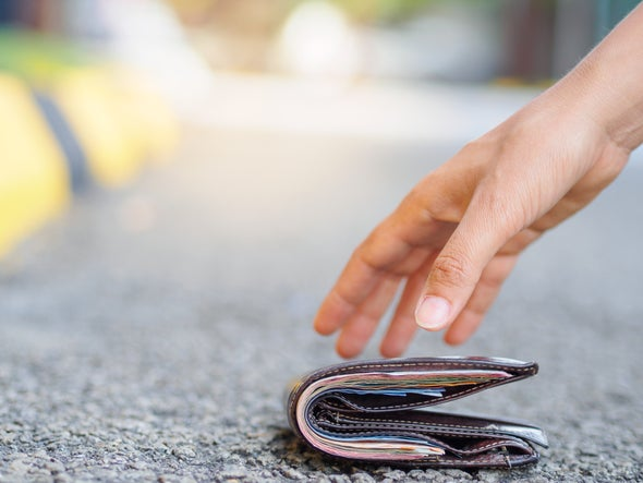 """Missing"" Wallets with More Cash Are More Likely to Be Returned"