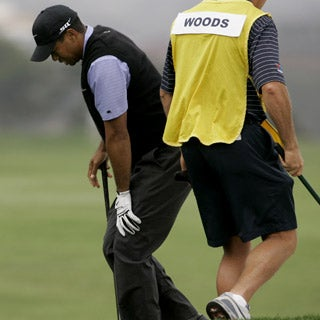 How was Tiger Woods able to play golf for a year with a badly injured knee?