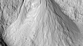 Thawing Martian Ice Age Left Telltale Water Tracks