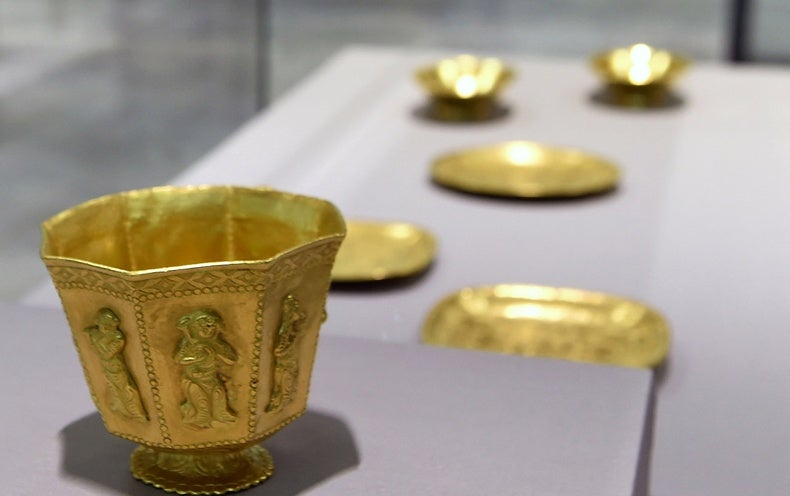 Show of Shipwrecked Treasures Raises Scientists' Ire