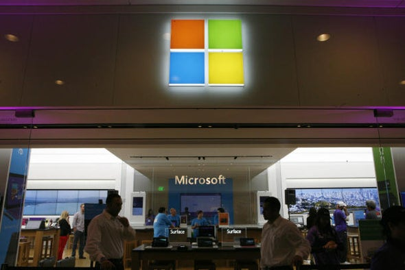 Microsoft's Surface 2 midnight launch has everything but buyers