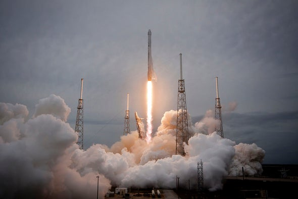 SpaceX May Try Land-Based Rocket Landing This Month, NASA Official Says