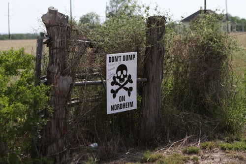 Fracking Sludge in Open Pits Goes Unmonitored as Health Worries Mount [Video]
