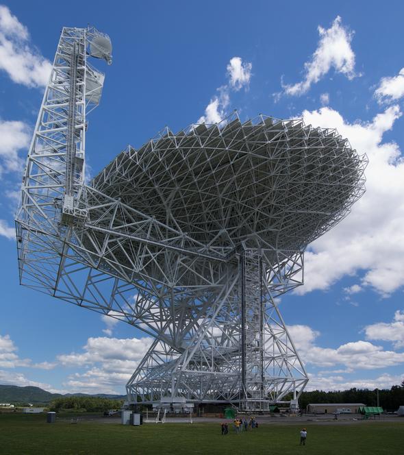 Stephen Hawking und Yuri Milner kündigen 100-Millionen-Dollar-Initiative zur Suche nach ET an