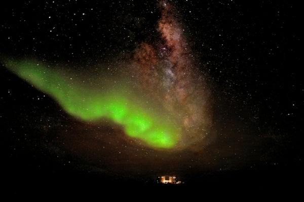 Southern Exposure: Eerie Green Glow Captured over Antarctic Base