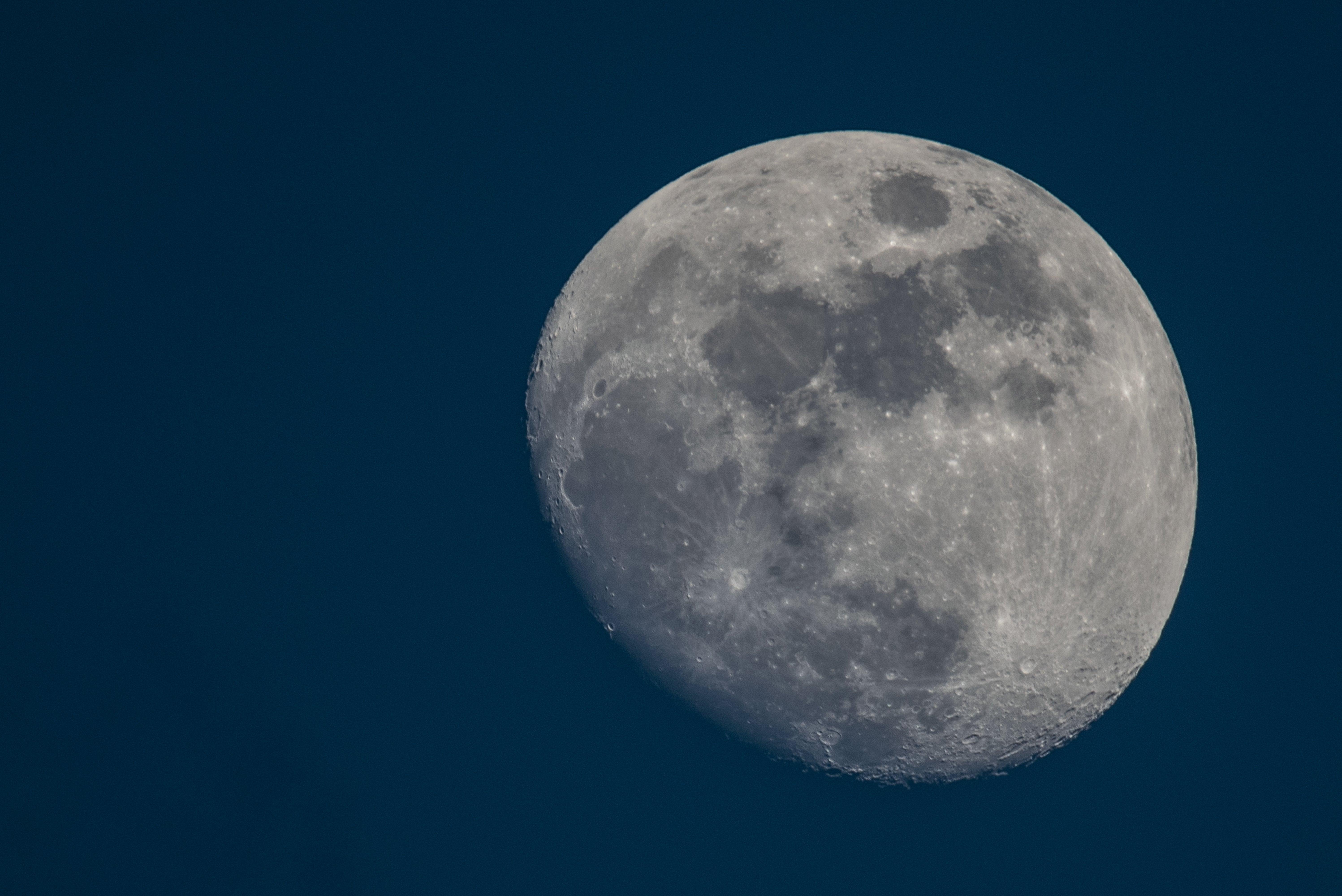 Apollo Rock Samples Heat Up Moon Formation Debate