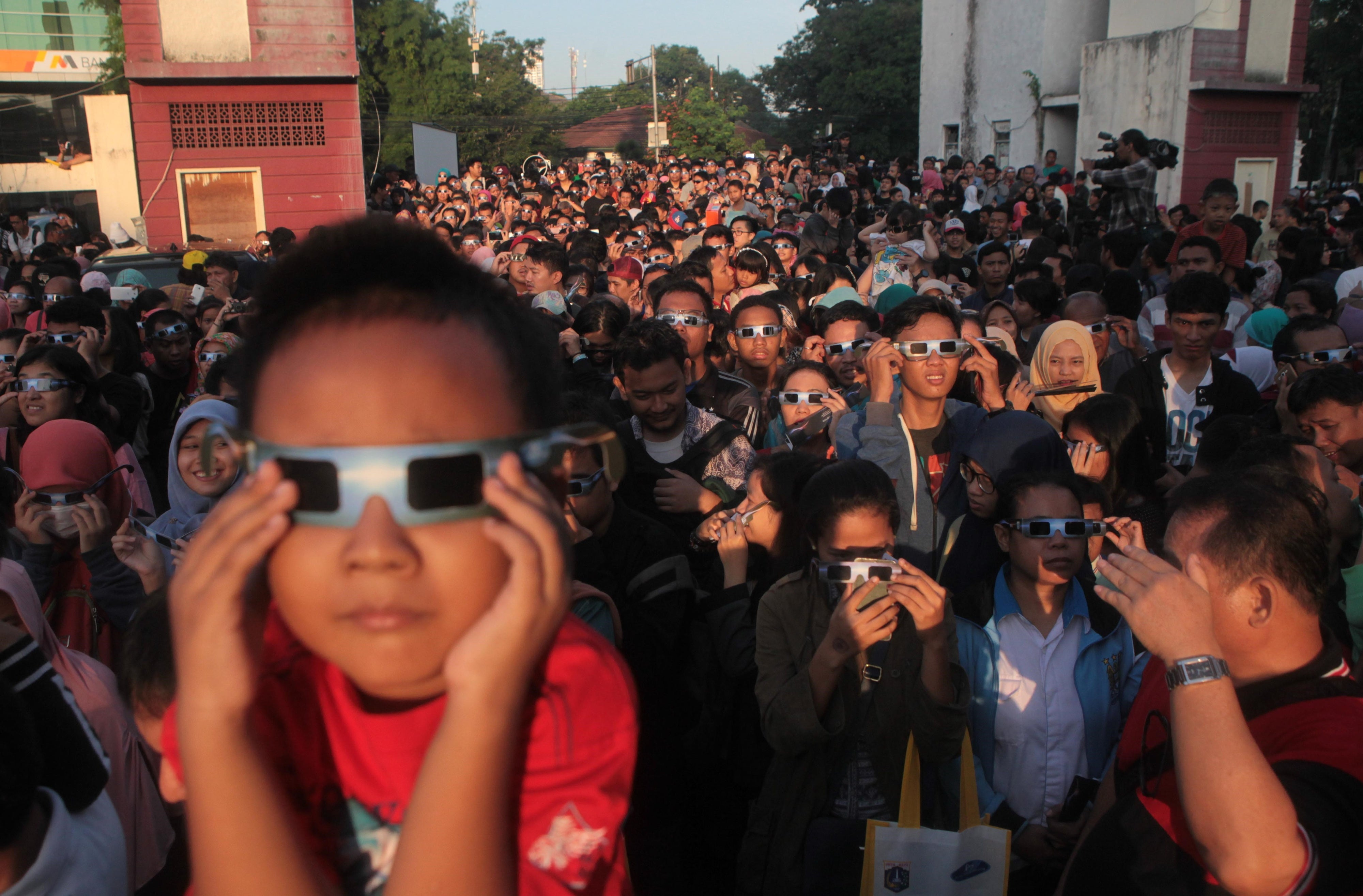 Still A Glaring Problem How A Solar Eclipse Can Fry Your Eyes Scientific American