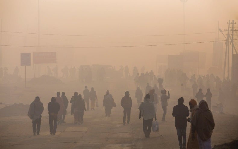 A Global Profile of Air Pollution, on the Frontlines of the Ebola Epidemic and Other New Science Books